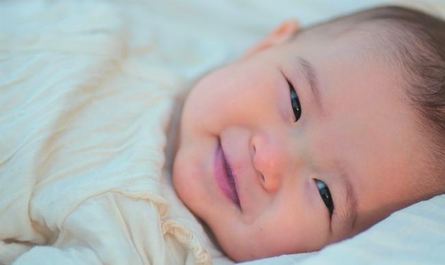 心を溶かす赤ちゃんの笑顔